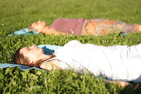 yoga im clara-zetkin-park leipzig