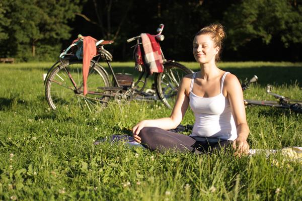 yoga im clara-zetkin-park