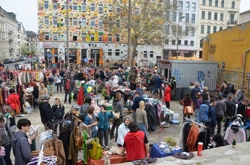 2014-04-05 Beben Flohmarkt vor Löffelfamilie