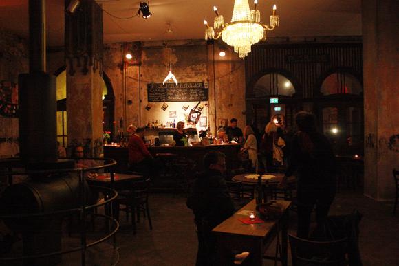 Lindenfels Westflügel Theaterbar fröhlich und herrlich