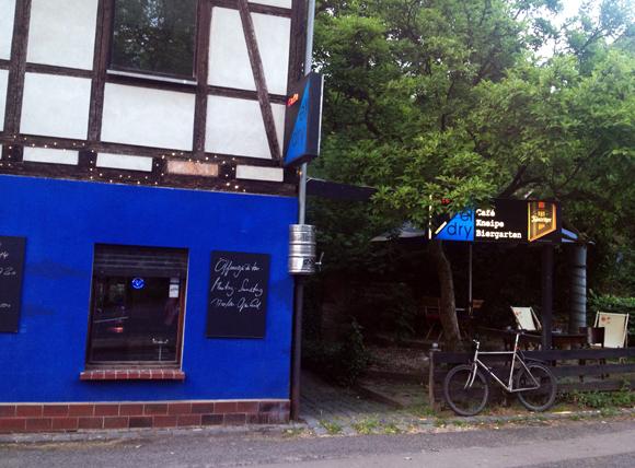 Szenekneipe El dry Biergarten Leipzig cafe connewitz