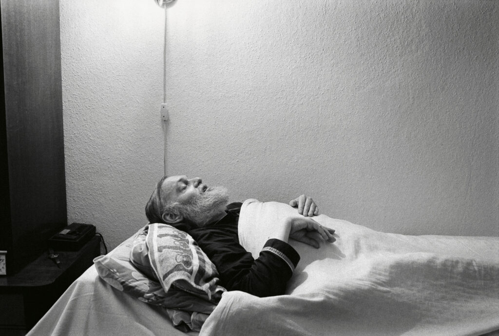 Ibrahim Böhme in seiner Wohnung im Prenzlauer Berg, Mitbegründer der SPD in Ostdeutschland/DDR, Kandidat für die Volkskammer, Mitarbeiter des MfS/Stasi, Berlin, Juni 1996, Deutschland